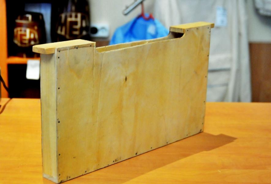 Кормушка боковая 3-х .л деревянная.