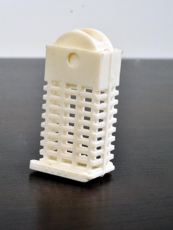 Клеточка пластмассовая.